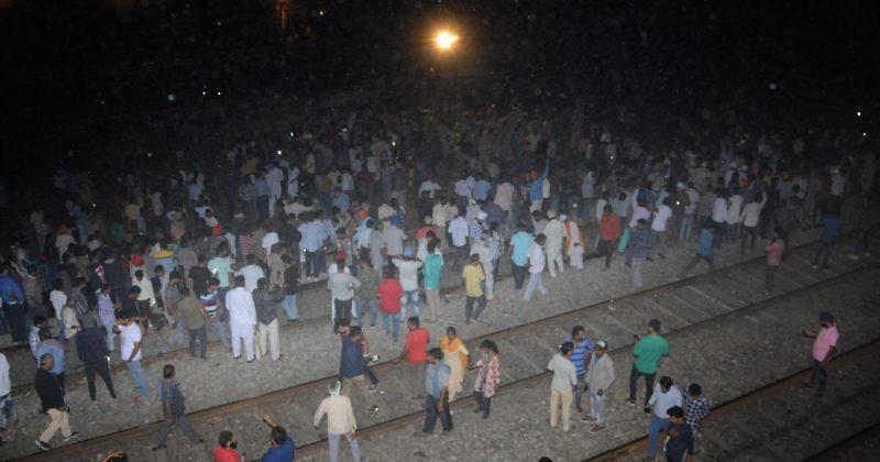 ინდოეთში ფესტივალის დროს ხალხს მატარებელი დაეჯახა - დაიღუპა 50-ზე მეტი ადამიანი