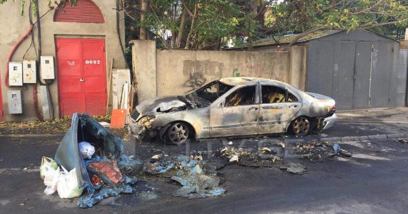ბალანჩივაძის ქუჩაზე მანქანა დაიწვა, ცეცხლი მანქანაზე ნაგვის ურნიდან გადავიდა
