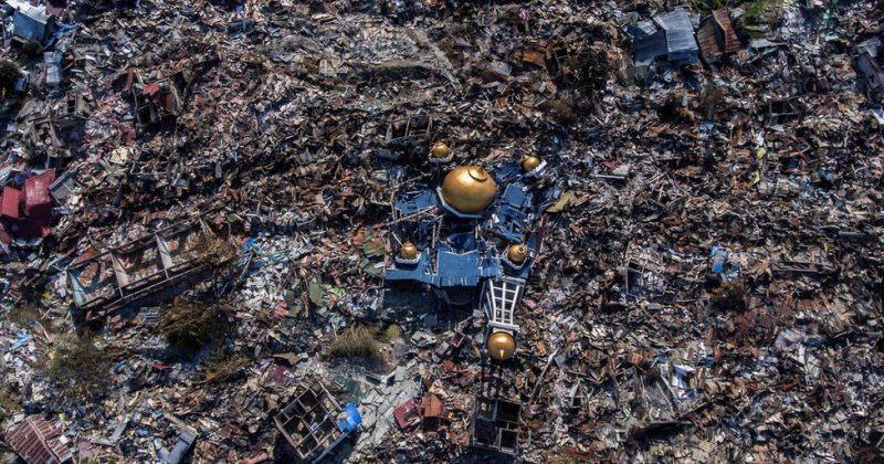 ინდონეზიაში მიწისძვრისა და ცუნამის შედეგად დაღუპულთა რიცხვი 1,200-მდე გაიზარდა [ფოტოები]