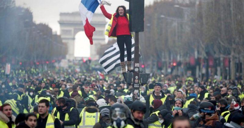 პარიზში საწვავის ფასის ზრდის მოწინააღმდეგეთა აქციაზე 130 ადამიანი დააკავეს [ფოტოები]