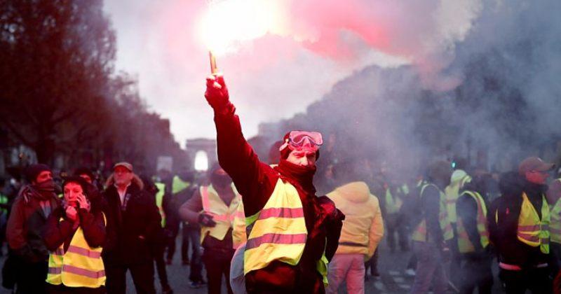 პარიზის ქუჩებში შეტაკებებია - პოლიცია ცრემლსადენ გაზსა და წყლის ჭავლს იყენებს