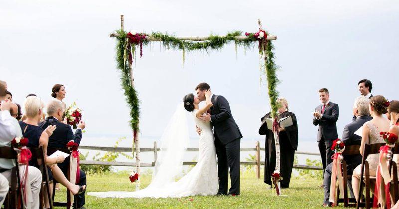 ქორწილში ქალმა საქორწინო ფიცის ნაცვლად ის მესიჯები წაიკითხა, რომელშიც საქმრო ღალატობდა