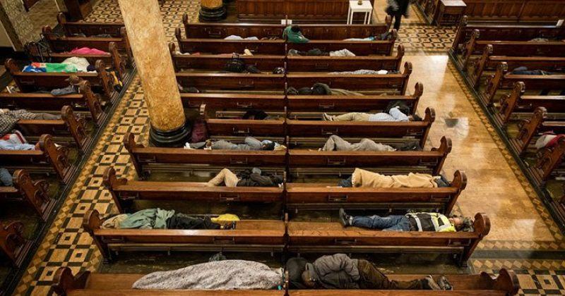 ეკლესია სან-ფრანცისკოში, სადაც უსახლკარო ადამიანები ღამეს ათევენ