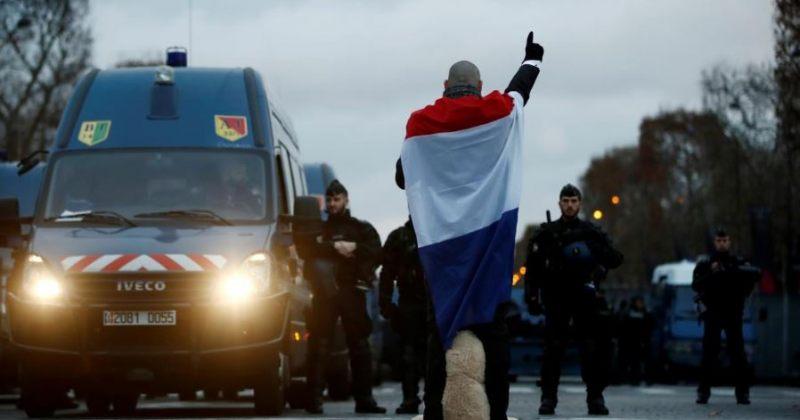 პარიზში პოლიციასა და მომიტინგეებს შორის დაპირისპირებისას 30-მდე ადამიანი დაშავდა [ფოტოები]