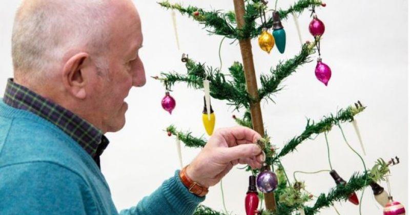 74 წლის კაცი ყიდის ნაძვის ხეს, რომელსაც მისი ოჯახი 80 წლის მანძილზე ინახავდა