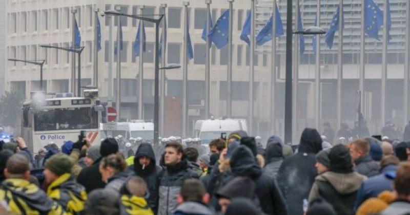 ბრიუსელშიათასობით ადამიანმა გაეროს მიგრაციის პაქტი გააპროტესტა