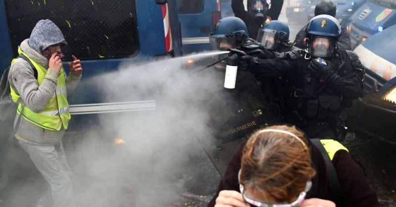 პარიზში დემოსტრანტების დასაშლელად პოლიციამ ცრემლსადენი აირი გამოიყენა