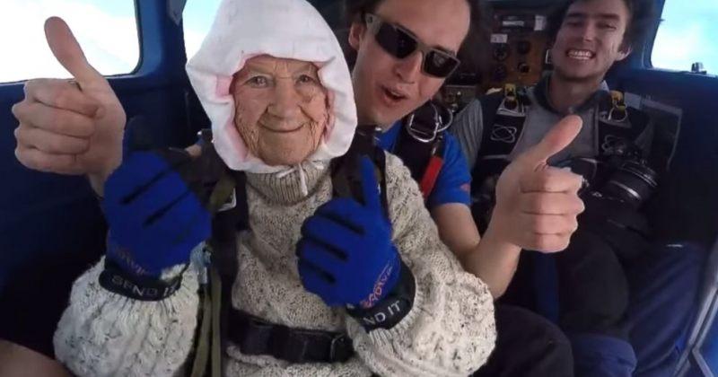 102 წლის ავსტრალიელი ქალი მსოფლიოში ყველაზე ხანდაზმული პარაშუტისტია - ვიდეო