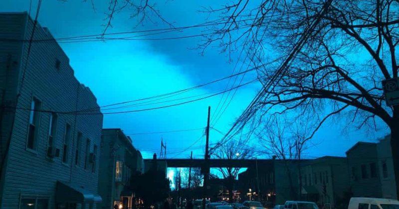 ელექტროსადგურზე აფეთქების გამო ნიუ-იორკის ცა ღამით ლურჯად განათდა [Video]