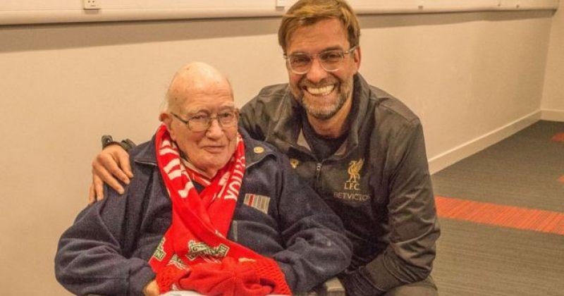 იურგენ კლოპი და კენი დალგლიში ლივერპულის 104 წლის გულშემატკივარს შეხვდნენ (ვიდეო)