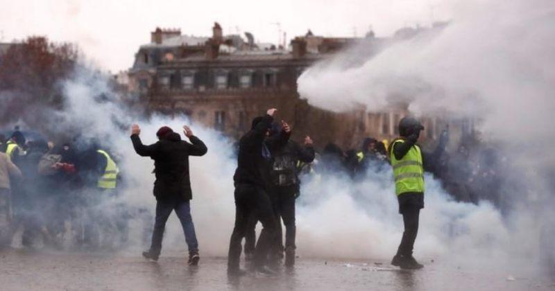"""პარიზში """"ყვითელი ჟილეტების"""" აქციის დასაშლელად პოლიციამ წყლის ჭავლი გამოიყენა"""