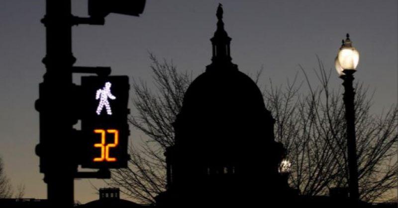 აშშ-ის სენატი ტრამპის და დემოკრატების შეთავაზებულ კანონპროექტებს განიხილავს