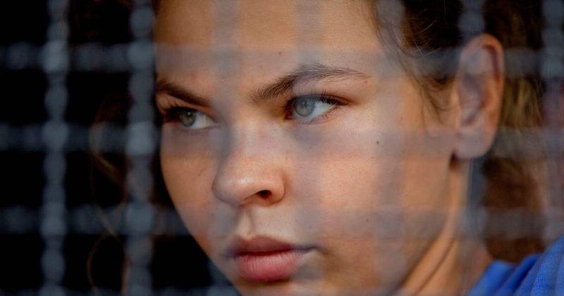 რუსეთში დაკავებულმა ქალმა, რომელმაც რუსი ოლიგარქი კორუფციაში ამხილა, მას ბოდიში მოუხადა