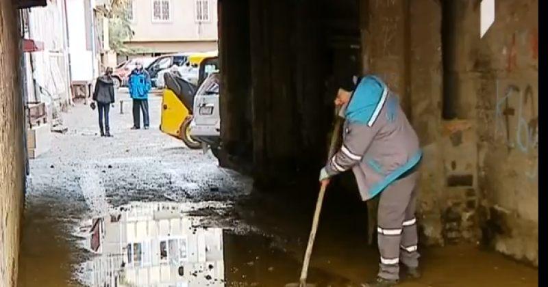 ბარნოვზე წყლის მილის დაზიანების გამო სახლები და კომერციული ფართები დაიტბორა