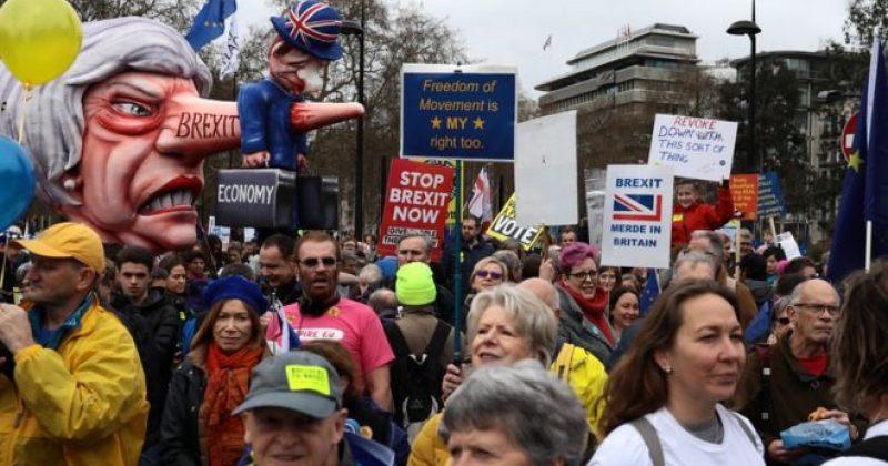 ლონდონში 10 000-ობით მოქალაქე BREXIT-ზე ხელახალი რეფერენდუმის მოთხოვნით მსვლელობას მართავს