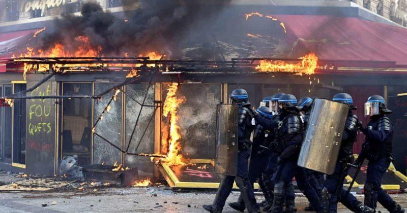"""პარიზში """"ყვითელი ჟილეტების"""" აქციები გრძელდება, მომიტინგეებმა შენობებს ცეცხლი წაუკიდეს"""