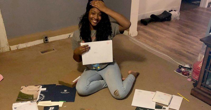ამერიკელი თინეიჯერი 50-მა კოლეჯმა მიიღო და მთლიანობაში 1 300 000 დოლარის სტიპენდია მოაგროვა