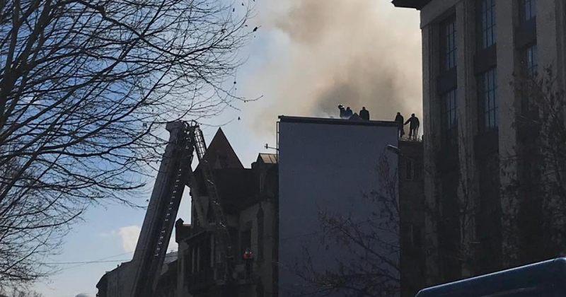 კოსტავას ქუჩაზე ერთ-ერთ სასტუმროს ცეცხლი გაუჩნდა