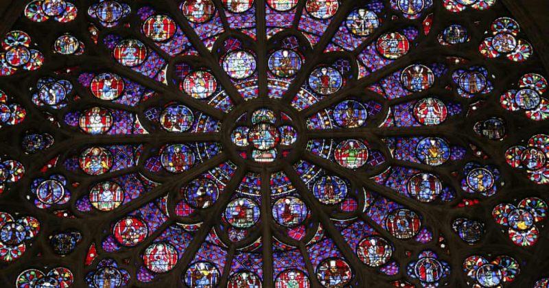 პარიზის ღვთისმშობლის ტაძრის ვიტრაჟები - კიდევ რა გადარჩა და რა გაანადგურა ხანძარმა [ფოტოები]