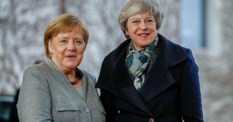 ტერეზა მეი მერკელს და მაკრონს ბრექსითის 30 ივნისამდე გადადების მხარდაჭერას სთხოვს