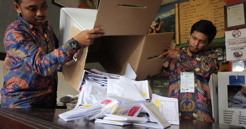 ინდონეზიაში არჩევნებზე 272 თანამშრომელი და დამკვირვებელი გარდაიცვალა