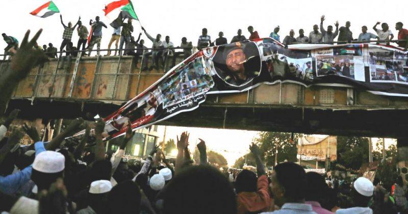 სუდანში მომიტინგეებმა სამხედროებთან კავშირი გაწყვიტეს