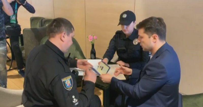 ზელენსკის საარჩევნო უბანზე უკანონო აგიტაციის გამო პოლიციამ ოქმი გამოუწერა