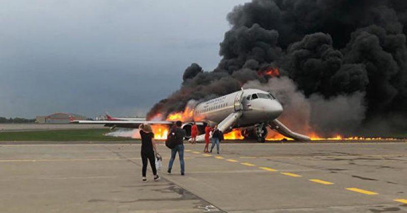 მოსკოვში, შერემეტიევოს აეროპორტში თვითმფრინავს ცეცხლი გაუჩნდა