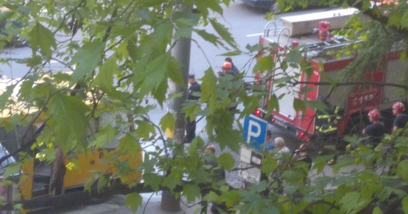 დიღმის მასივში ყვითელ ავტობუსს ძლიერი დაკვამლიანება გაუჩნდა [VIDEO]