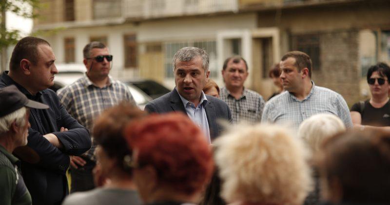 """""""ეს არჩევნები შანსია, ხელისუფლებას უარი ვუთხრათ"""" - ბაქრაძე ოზურგეთელ ამომრჩეველს შეხვდა"""