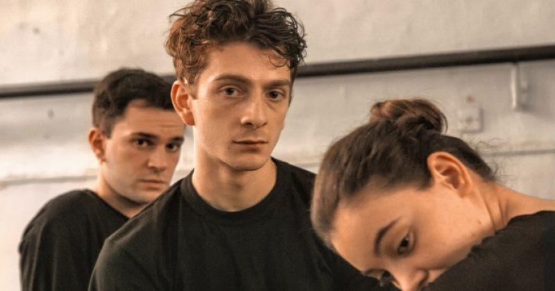 AND THEN WE DANCED-ის პროდიუსერი: მკითხეს, თუ ცეკვავდნენ გეი ბიჭები ჩოხით, მერე მგზავრობა არ დააფინანსეს