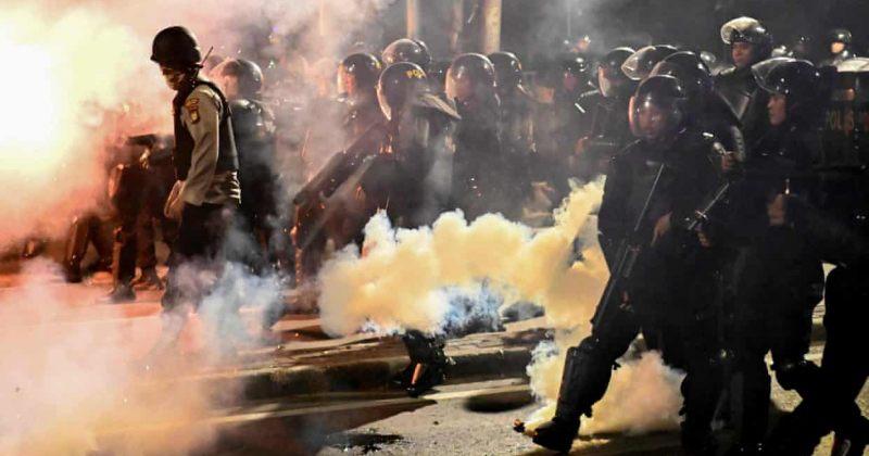 ინდონეზიაში პოლიციასა და მომიტინგეებს შორის დაპირისპირებისას დაიღუპა 6, დაშავდა 200 ადამიანი
