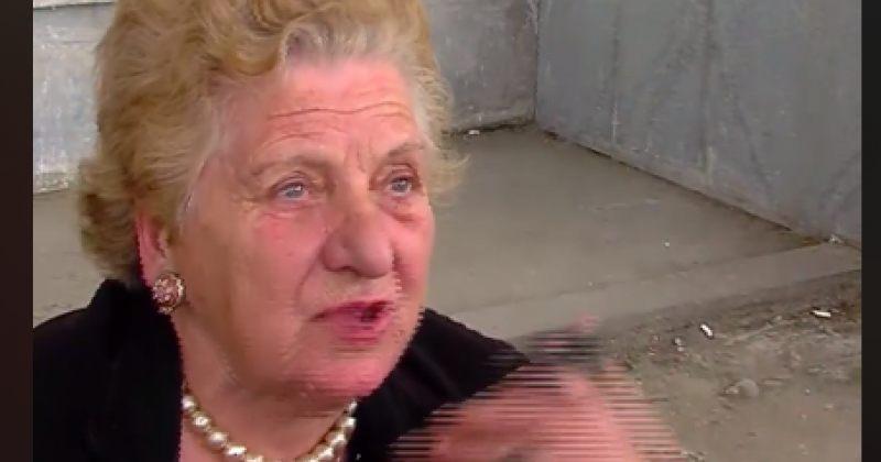 """""""დაბადების დღის სიაა"""" - ფურცლებით მდგომი ქალი ზესტაფონის საარჩევნო უბანთან"""