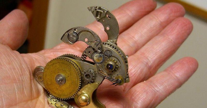 საათის ნაწილებისგან შექმნილი ფიგურები - გალერეა