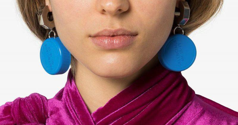 Balenciaga-ს ბოთლის თავსახურის ფორმის საყურე - ფოტოები