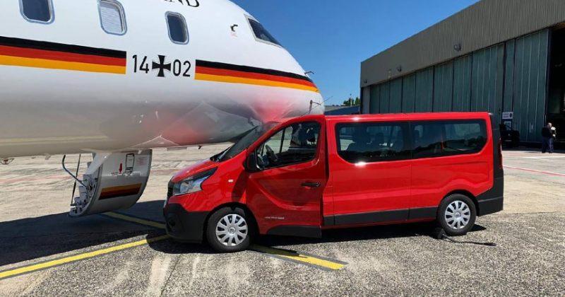ანგელა მერკელის თვითმფრინავს აეროპორტში ავტომანქანა შეეჯახა