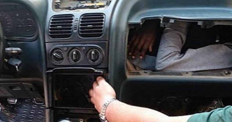 ესპანეთში პოლიციელებმა არალეგალი მიგრანტები მანქანის შიდა სათავსოში იპოვეს [Video]