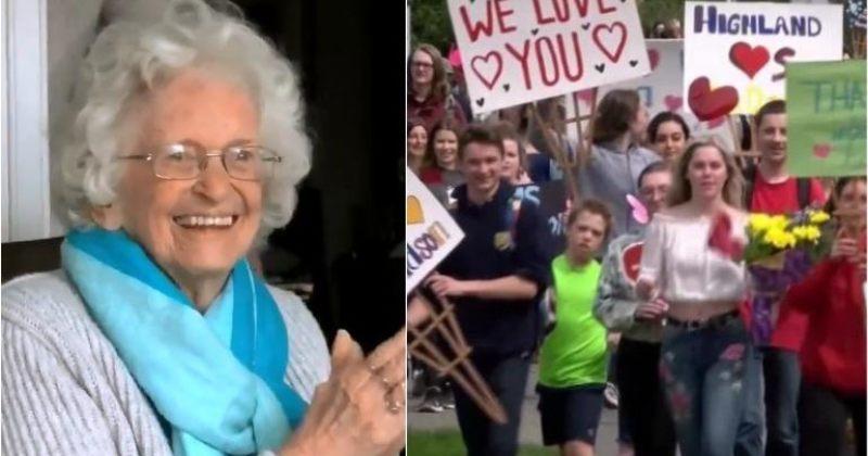 88 წლის ქალი, რომელიც 12 წელი ბავშვებს ფანჯრიდან ხელს უქნევდა, 400-მა ბავშვმა გააცილა