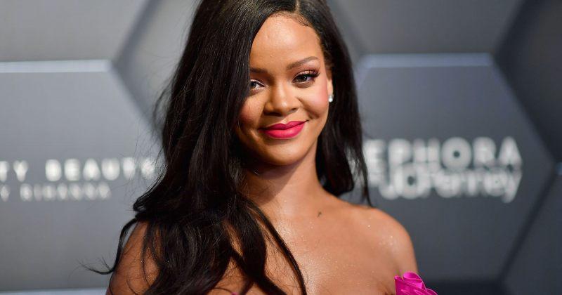 რიანა ყველაზე მდიდარი ქალი მომღერალი გახდა