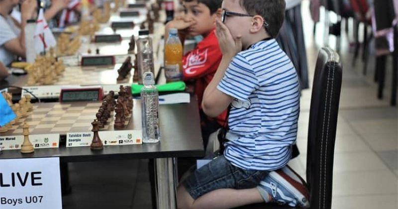 6 წლის დავით თათვაძე 7 წლამდე ასაკის მონაწილეთა შორის ჭადრაკში ევროპის ჩემპიონი გახდა