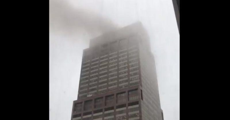 ვერტმფრენი ნიუ იორკში, ცათამბჯენის სახურავზე ავარიულად დაჯდა და ხანძარი გამოიწვია