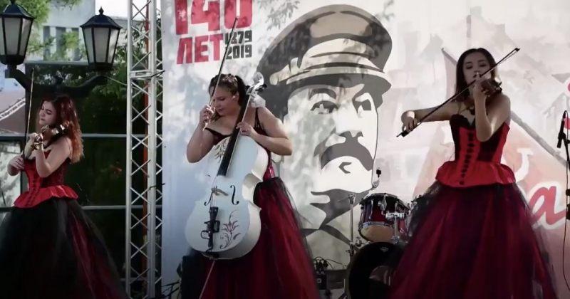 რუსეთში კომუნისტებმა ნოვოსიბირსკის მერის საარჩევნო კამპანიის დროს სტალინის ფესტივალი ჩაატარეს