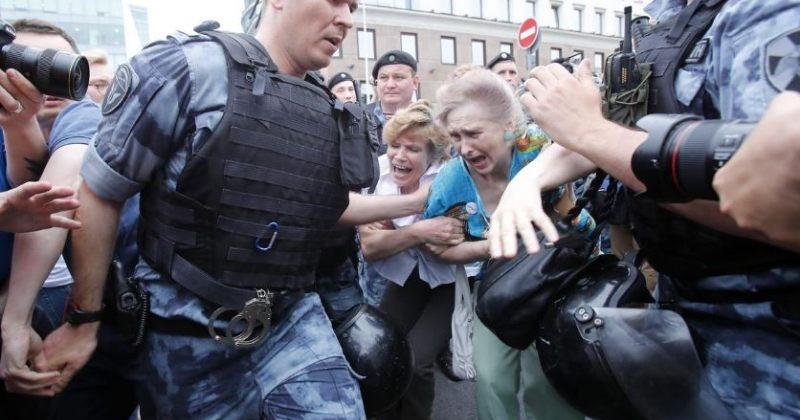 მოსკოვში გამართულ აქციაზე 200-ზე მეტი ადამიანი დააკავეს [ფოტოები]