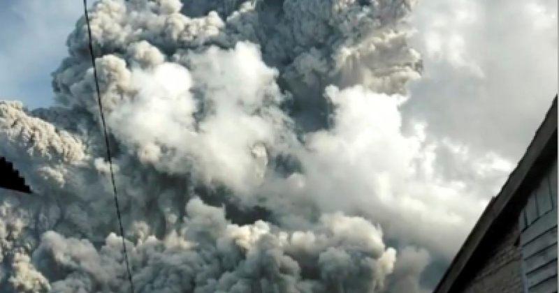 ინდონეზიის კუნძულ სუმატრაზე გააქტიურებული ვულკანიდან ფერფლი ამოიფრქვა
