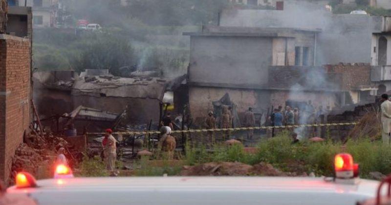 პაკისტანში სამხედრო თვითმფრინავი შენობას შეეჯახა, დაიღუპა 17 ადამიანი