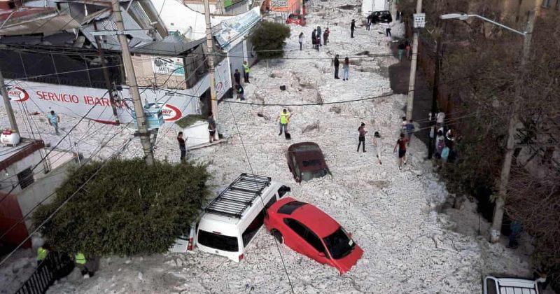 მექსიკის ქალაქ გვადალახარაში სეტყვამ გზები 2 მეტრამდე დაფარა და სახლები დააზიანა [ფოტოები]