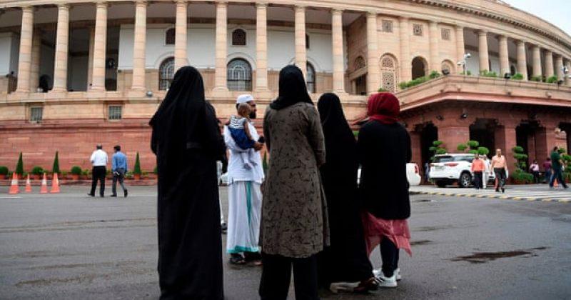 ინდოეთში სიტყვიერი განქორწინება აიკრძალა