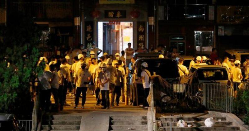 ჰონგ-კონგში ნიღბიანი პირები სადგურზე შეიჭრნენ და აქციიდან მომავალ ხალხს თავს დაესხნენ