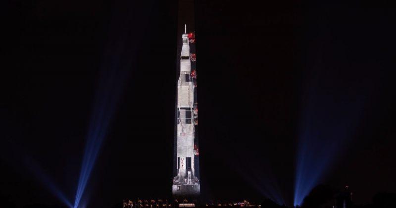 მთვარეზე გაშვებიდან 50 წლის შემდეგ Apollo 11-ის გამოსახულება ვაშინგტონის მონუმენტზე გამოჩნდა