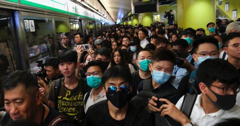ჰონგ-კონგში მომიტინგეებმა მატარებლების მოძრაობა შეაფერხეს [ფოტოები]